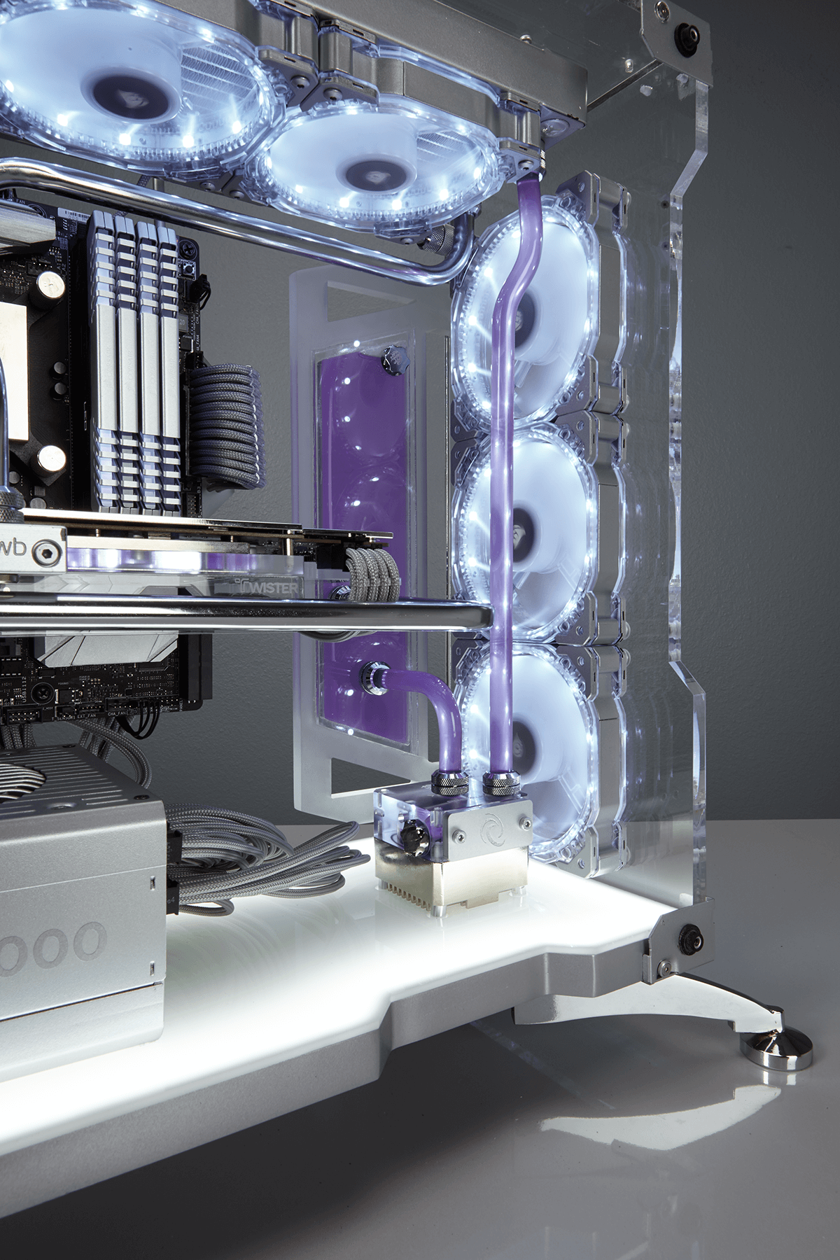 Twistermod_Corsair_ROG_570x_Crystalized_06
