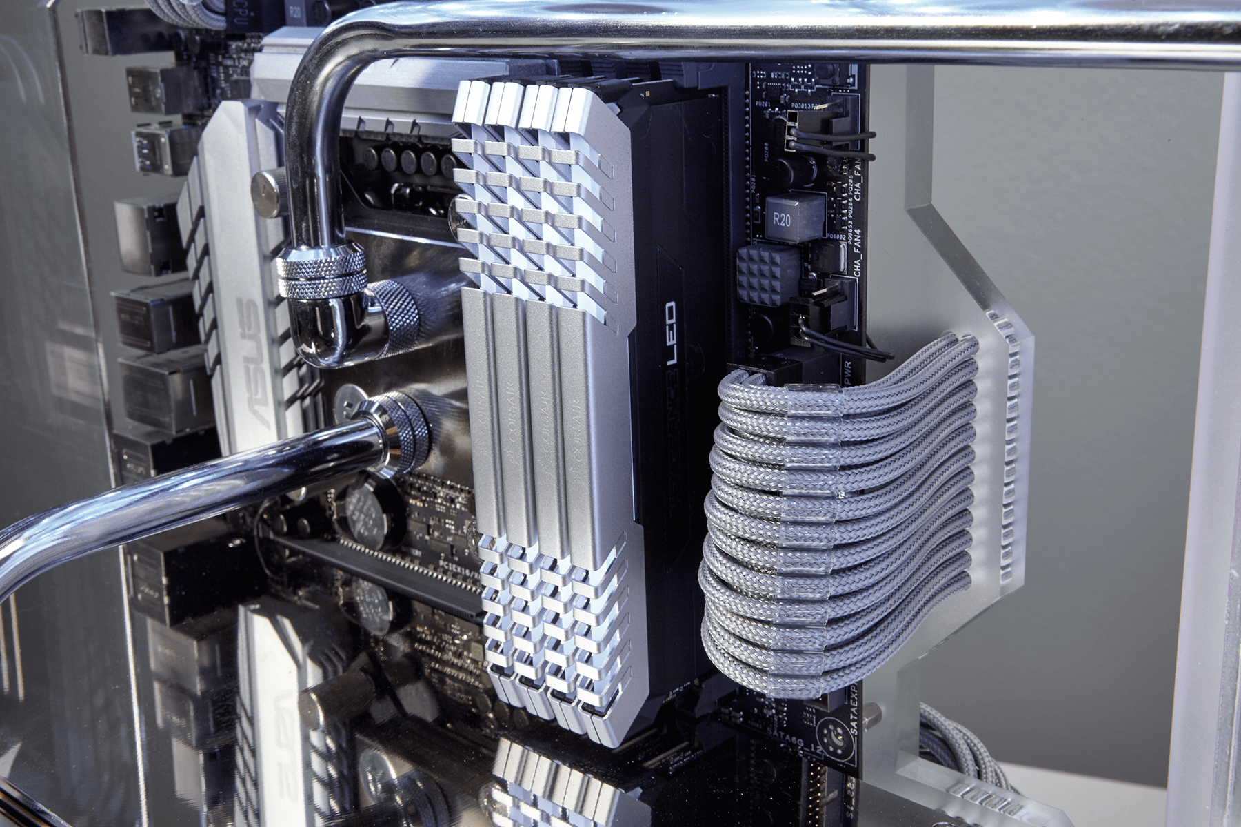 Twistermod_Corsair_ROG_570x_Crystalized_14